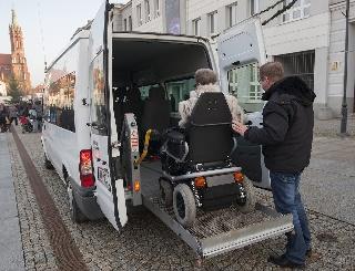 Więcej osób niepełnosprawnych skorzysta z ulgi rehabilitacyjnej. Można odliczyć wydatki na dojazdy i utrzymanie psa